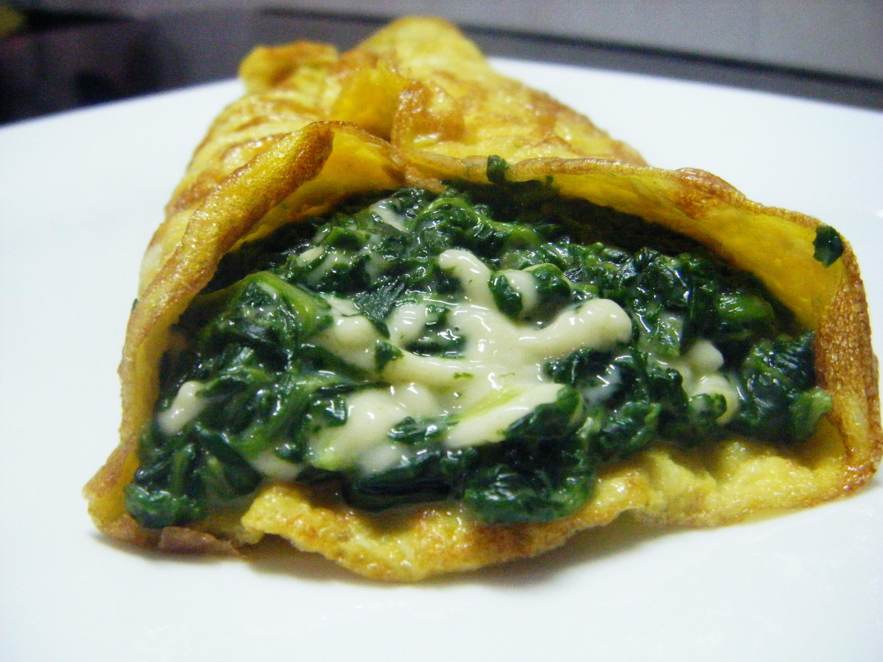 Omelette con spinaci e gorgonzola pasticciando con rosy for Cucinare spinaci